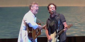 Eddie Vedder e Glen Hansard em Amsterdam