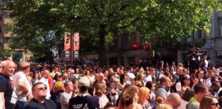 Multidão canta Oasis em Manchester