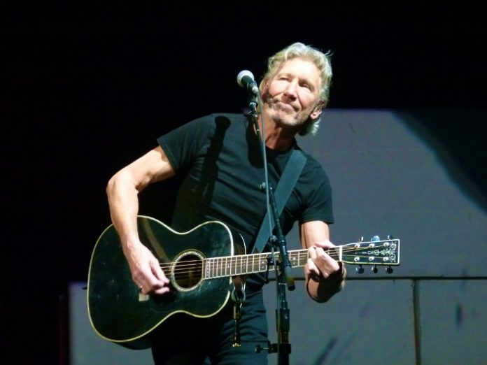 Roger Waters toca The Wall em 2010