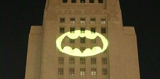 bat-sinal em los angeles para adam west