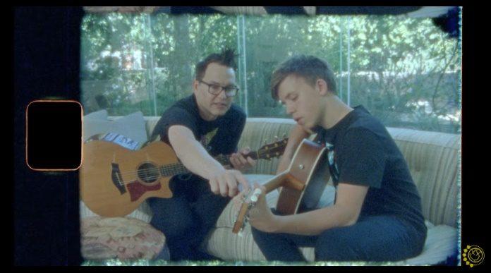 Mark Hoppus, do Blink-182, com seu filho
