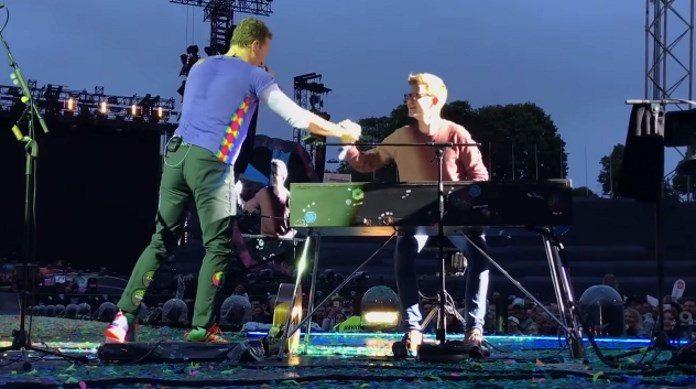 Coldplay com fã na Alemanha