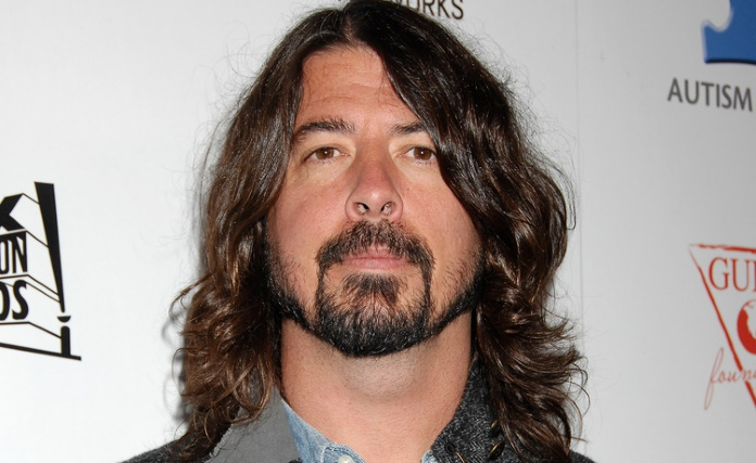 Filha de Dave Grohl se apresenta com o Foo Fighters na Islândia
