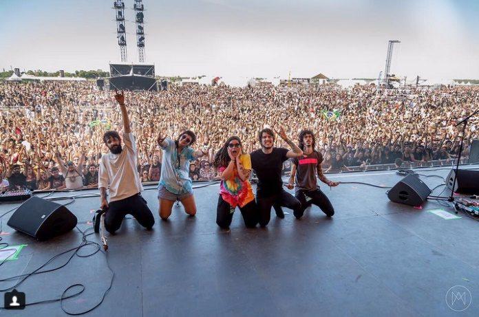 Far From Alaska no Download Festival