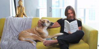 Iggy Pop (e um cachorro muito fofo!) participa de desenho animado do PETA