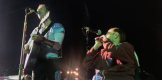 Coldplay toca com fã cadeirante