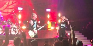 Corey Taylor e seu filho no show do Stone Sour
