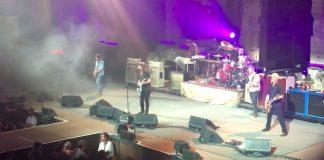 """Foo Fighters toca inédita """"Arrows"""" na Grécia"""