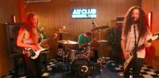 Oozing Wound fazendo cover de Blink-182