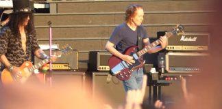Guns N' Roses com Angus Young