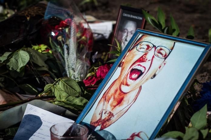 Viúva de Chester Bennington fala sobre morte do cantor pela primeira vez
