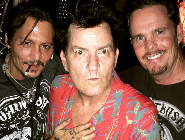 Johnny Depp, Charlie Sheen e Kevin Dillon
