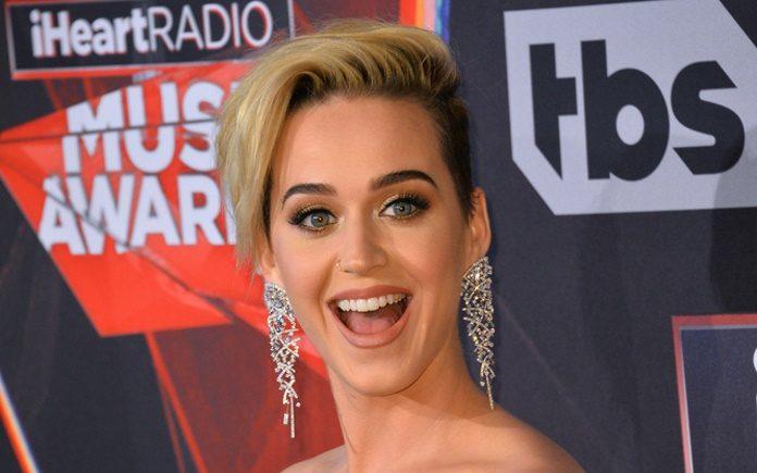 Katy Perry em premiação, 2017 Forbes