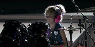 Garotinha na bateria em show do Metallica