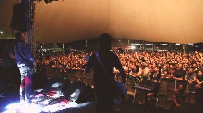 Scalene presta homenagem a Chester Bennington, do Linkin Park