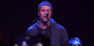 Liam Gallagher tocando na Rough Trade em Nova York