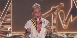 P!nk dando discurso no VMA