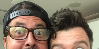 Rick Astley e Dave Grohl, do Foo Fighters