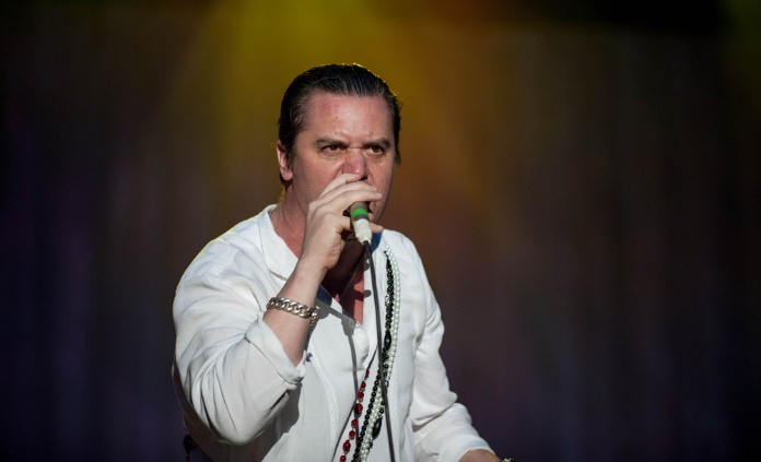 Mike Patton com o Faith No More em 2012