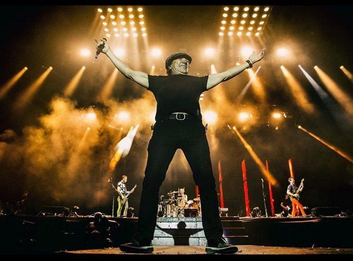 Muse com Brian Johnson no Reading 2017