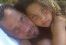 """Filha de Chris Cornell canta """"Hallelujah"""" em homenagem ao pai e Chester Bennington"""
