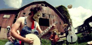 Rob Scallon faz cover de hit do Slipknot no banjo