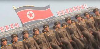Exército da Coreia do Norte marchando ao som de Bee Gees