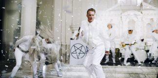 """Josh Homme no clipe de """"The Way You Used To Do"""""""