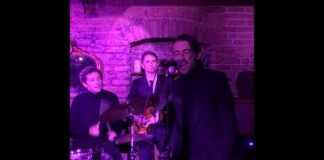 Matt Bellamy e Miles Kane tocam Beatles