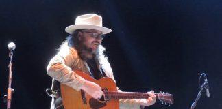 Jeff Tweedy (Wilco) toca com Daniel Johnston em Chicago