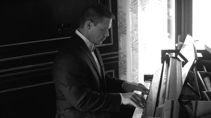 John Cena faz cover de Pixies no piano