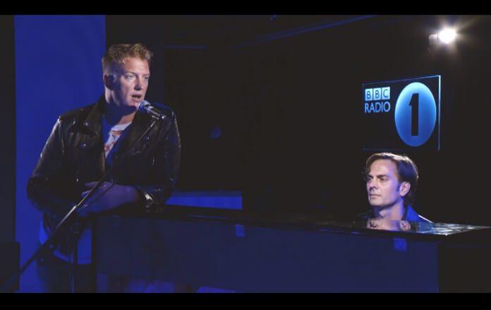 Queens Of The Stone Age ao piano na BBC