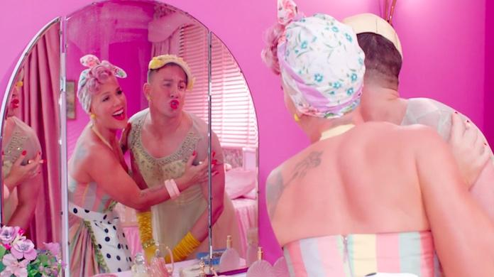 P!nk é uma dona de casa no colorido clipe de