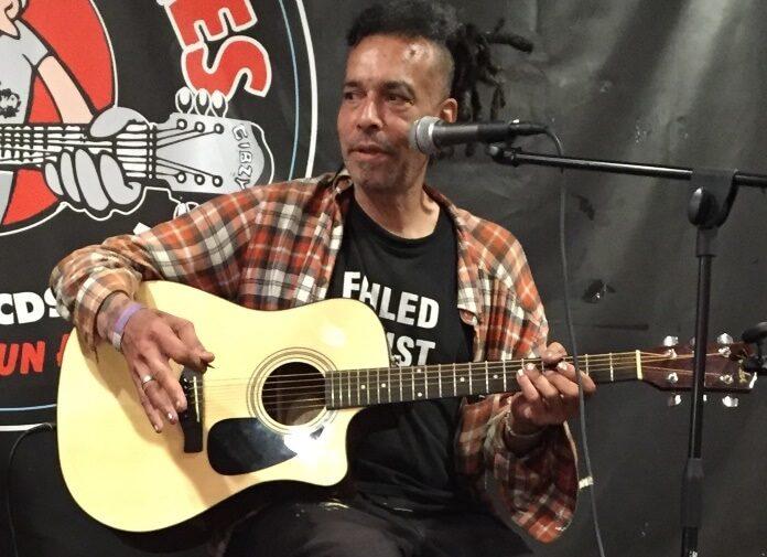 Chuck Mosley, primeiro vocalista do Faith No More