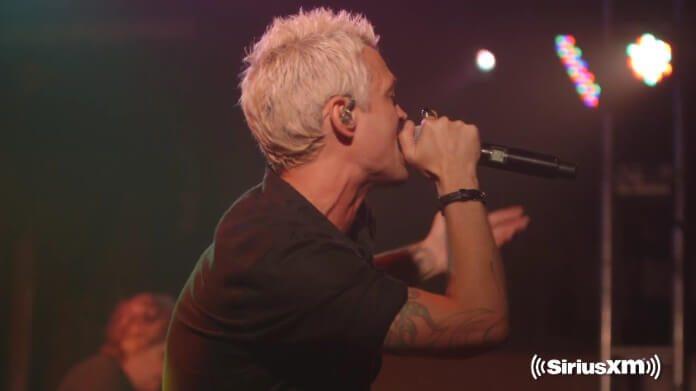 Jeff Gutt no primeiro show com o Stone Temple Pilots