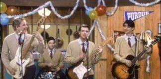 Weezer - Buddy Holly clipe