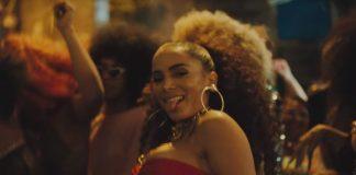 "Anitta no clipe de ""Vai Malandra"""
