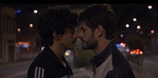 """Jesuíta Barbosa e Maurício Destri no clipe de """"Flutua"""""""