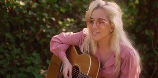"""Lady Gaga se emociona no clipe da versão piano de """"Joanne""""; assista"""