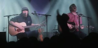 "Animal Collective toca ""Sung Tongs"" na íntegra em show"