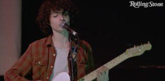Finn Wolfhard faz cover de Velvet Underground com sua banda Calpurnia; assista