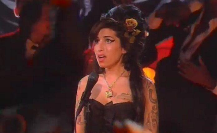 Amy Winehouse no Grammy 50