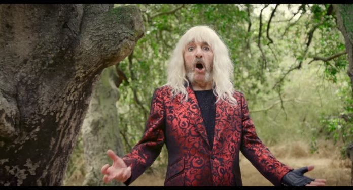Derek Smalls no clipe de