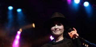 Dolores O'Riordan, do The Cranberries, em 2012