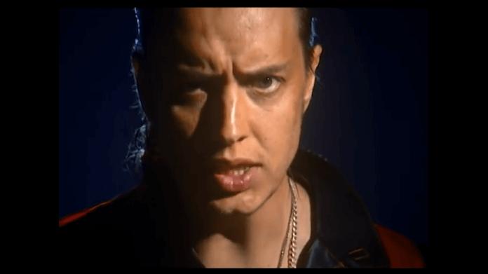 Julian Casablancas em clipe do The Voidz