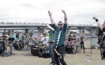 Músicos prestam homenagem a Dolores na Rússia