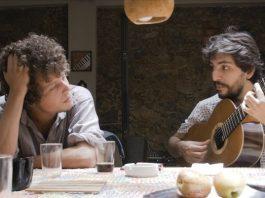 Arthus Fochi lança video em parceria com Chico Chico, filho de Cássia Eller