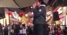 Win Butler (Arcade Fire) em karaokê