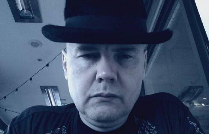 Billy Corgan de chapéu