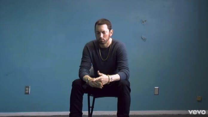 Eminem no clipe de River